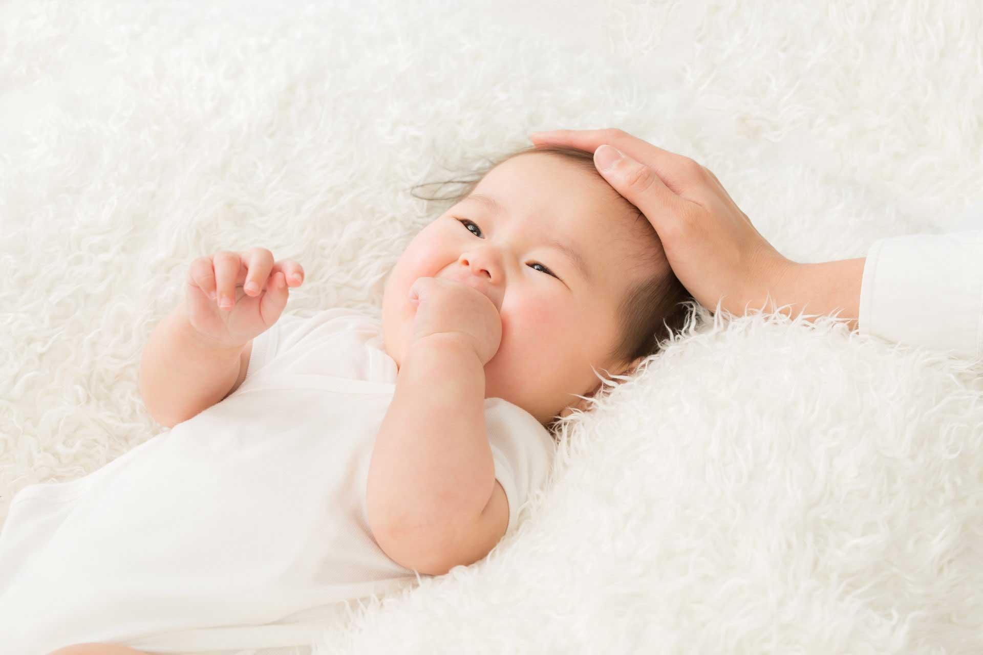 赤ちゃんの頭の形や絶壁は治る?6か月過ぎても矯正できる?