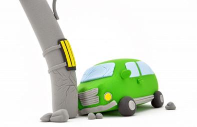 交通事故では強い衝撃を受けます