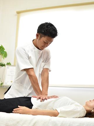 事故後1週間以内の治療は「呼吸を整える」施術を行っています