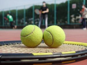 テニスを楽しむ